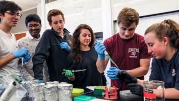Students prep fruit fly DNA in wet lab at Exeter