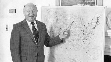 Hammy Bissell stands before a map of the United States