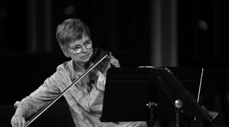 Eva Gruesser