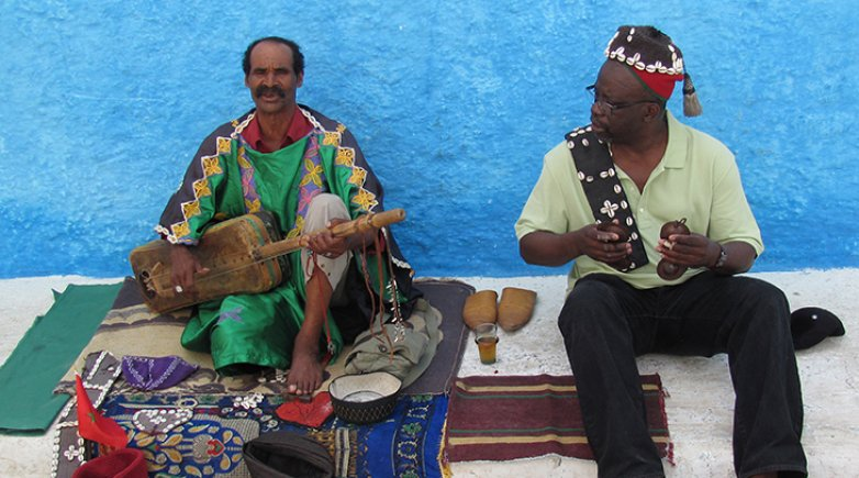 photo of History Instructor Kwasi Boadi with a Moroccan street musician